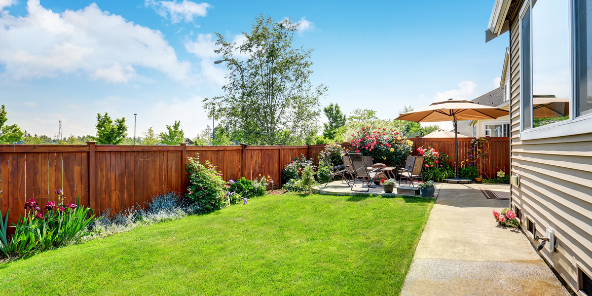 garden-fence-feature